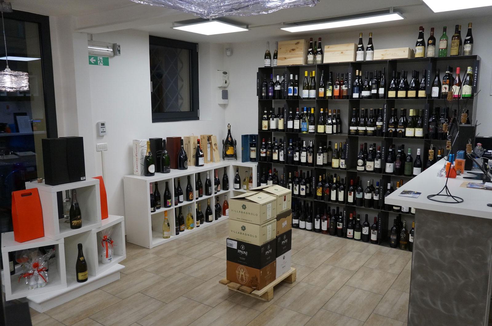 Interno dell'enoteca di vini Botrytis