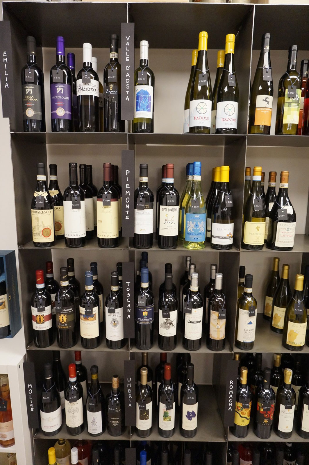 Vini italiani divisi per regione in Enoteca Botrytis