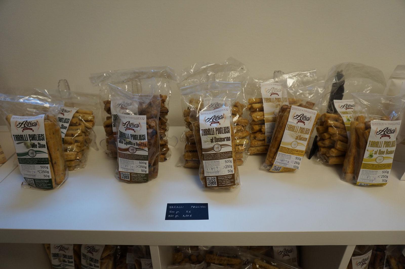 Confezioni di Tralli Pugliesi in vendita all'enoteca Botrytis